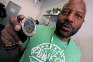 first-boston-pot-shop,-pure-oasis,-opens-to-small-crowds